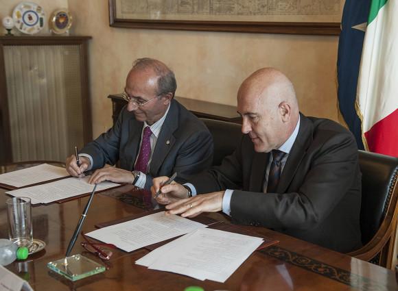 Prof de Martinis firma accordo con Sottosegretario alla Difesa, Gioacchino Alfano